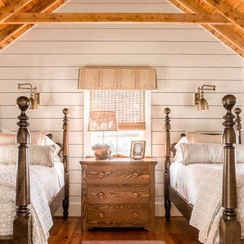 The original, vaulted wood ceiling of the separate sleeping cabin was preserved inside.